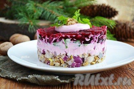 Салат из сельди, свеклы и грецкого ореха