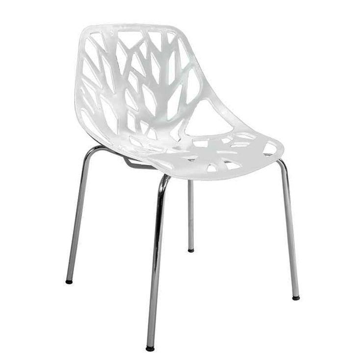 Hvit stol med stilrene utskjæringer inspirert av tre og skog. Passer perfekt inn i en nordisk stil! Til salgs i vår nettbutikk www.bodesign.no