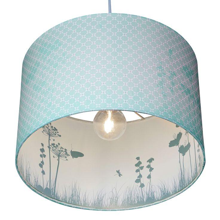 Einzigartige Kinderzimmerlampe mit zauberhaftem Effekt. Beim anschalten der Lampe werden außen wunderschöne Silhouetten sichtbar. Immer wieder toll zu sehen. http://www.meinekleineliebe.de/kinderzimmer-einrichten/kinderzimmerlampe/1085/haengelampe-mit-silhouette-sweet-mint