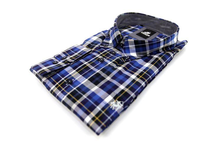 Koszula w kratkę biało-granatową z naszytym logo na przedniej kieszonce. Idealna do jeansów. Skład: 100% bawełna.