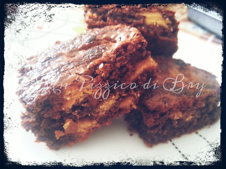 Brownies con Sorpresa di Biscotti http://blog.giallozafferano.it/unpizzicodibry/brownies-sorpresa-biscotti/