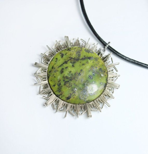 sun mandala pendant with serpentine // green stone // by ArtePora