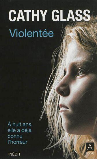 Témoignage d'une mère d'accueil sur une fillette au comportement violent dont elle a eu la garde, la petite Jodie, qui traumatisée par de mauvais traitements souffrait d'un dédoublement de la personnalité.