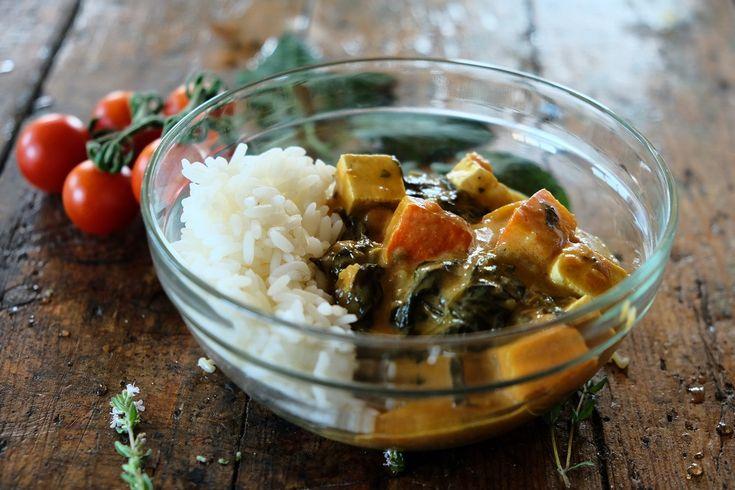 Curry z dynią, jarmużem i tofu
