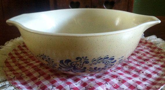 Vintage Pyrex Casserole Dish 443 21/2 qt. by BEFOREANDNOWBoutique