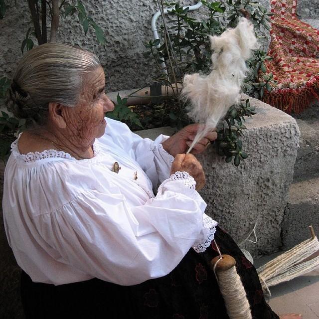 Traditional wool spinning in Tertenia #Ogliastra