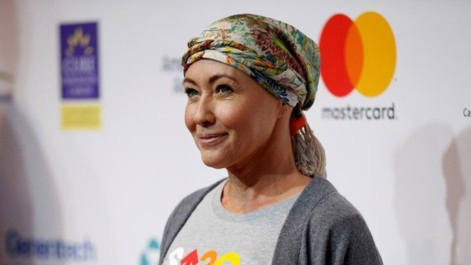 Shannen Doherty takes a break from cancer treatment for Christmas shopping  Despite dealing with the trials of radiation treatment during the holiday season, Shannen Doherty is choosing to see the silver lining.