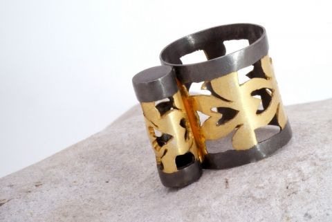 Talisman Cylinder Artistic jewelry, sculptural jewels, architectural jewellery, art jewelry, wearable sculptures, ring sculptures, artistic rings, sculptural rings, architectural rings