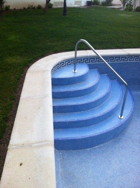 Construcci n de piscinas iguaz de escalera f cil acceso a - Barandillas de obra ...
