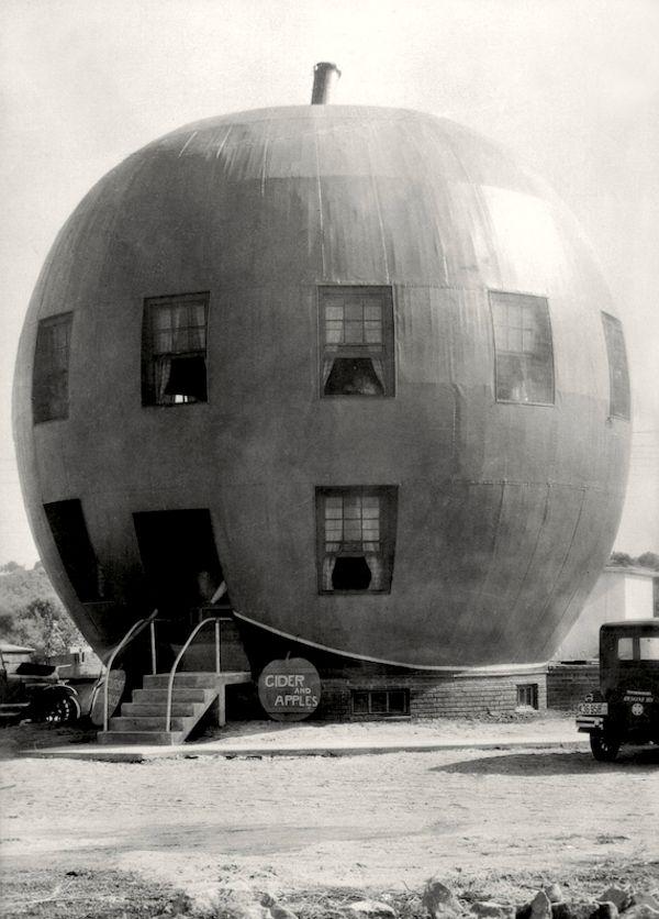 E.O. Hoppé | The Big Red Apple Restaurant, near St.Joseph, Missouri, 1926