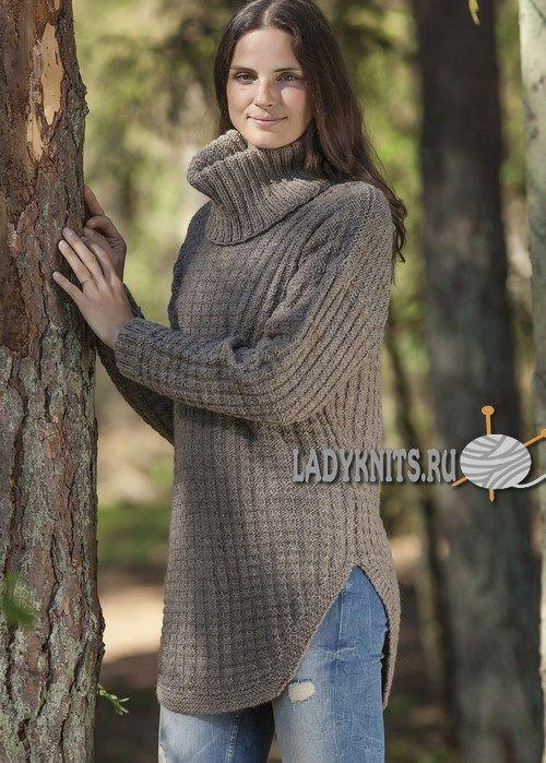 Удлиненный вязаный свитер с высокими боковыми разрезами