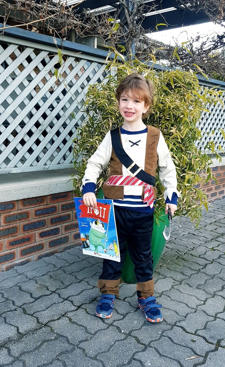 """Cillian book parade 2017. Pirate from book """"the troll"""""""