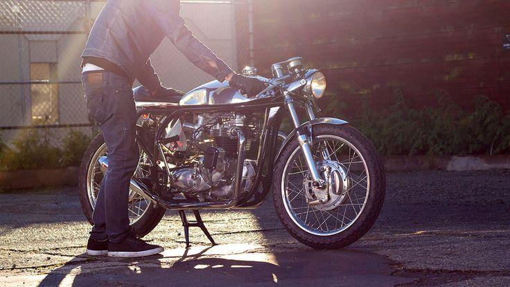 Hallelujah wat een glimmende glorie heeft de Brits-Columbiaanse motorbouwer genaamd Joel Harrison weten te creëren. Zijn werkplaats, Wheelies Motorcycles, is gespecialiseerd in vintage motorfietsen en dat is goed af te zien aan het resultaat van deze Triton Cafe Racer. Een Triton is de naam van een Triumph motorblok welke in een Norton frame is geplaatst. […]