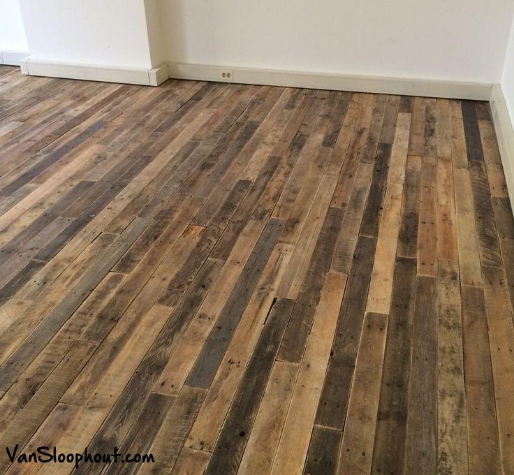 Industriële stoere en speelse houten vloer van sloophout. Geschuurd en gelakt. #houtenvloer #stoer #industrieel