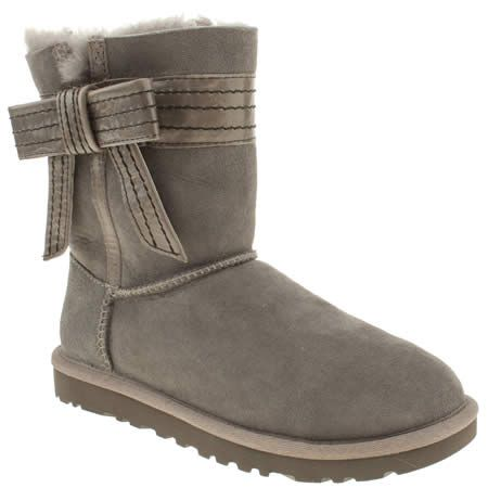 UGG Australia tie up this boot style with a bow, just for you! A leather bow wraps around the ankle of the grey Twinface sheepskin upper to create the Josette. The shearling lining and EVA sole unit give a premium finish.