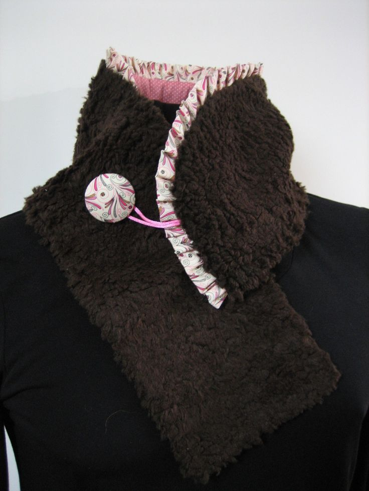 Col écharpe réversible de fausse fourrure marron et petits pois roses : Echarpe, foulard, cravate par au-zizile-bazar