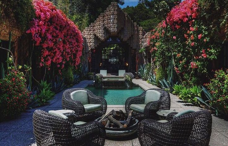 Charmaine David  #luxury #hollywoodhomes #courtyard #poolside #homesweethome #losangeles #padchasers