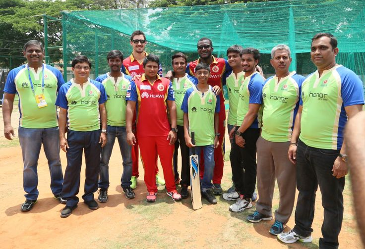 Mitchell Starc, Darren Sammy and Sarfaraz Khan seen with team ABD XI from Huawei