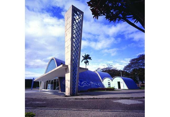 IGREJA DA PAMPULHA - Com suas curvas, � um marco da moderna arquitetura brasileira.