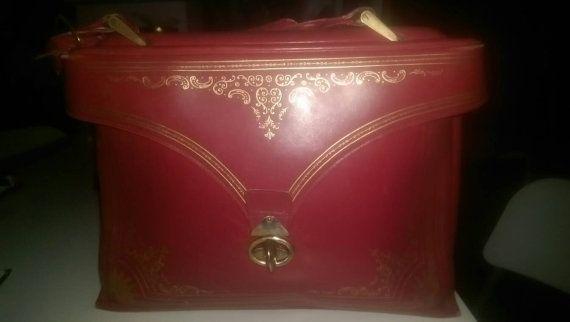 Check out this item in my Etsy shop https://www.etsy.com/listing/494341061/originalabsolutelyadorableamazinghandbag