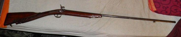 Stará lehká belgická dámská brokovnička, ráže .45 - Cca 119 cm dlouhá perkusní brokovnička (hlaveň má délku cca 78 cm), patrně dámská, malého kalbru 11,5 mm (.45). Pažba zřejmě novodobější, pěkná řezbářská práce, hlava koně? Vložená mosazná škeble. Na hlavni vyražena belgická značka belgického království (ELG s hvězdičkou v oválu bez korunky), u pistonu je pravděpodobná značka (V s hvězdičkou a šipkou --->) asi tormentační nebo zkušební značka? Nevím - viz foto. Chybí vytěrák / ládovačka. Na…