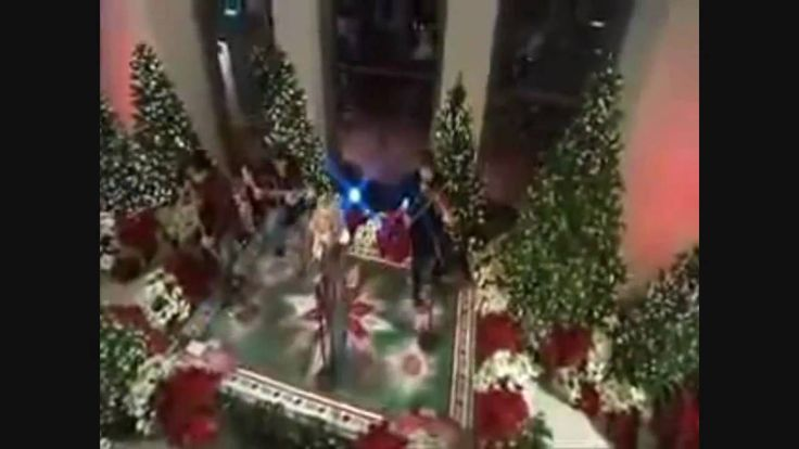 Carrie Underwood performing Christmas songs (+playlist)