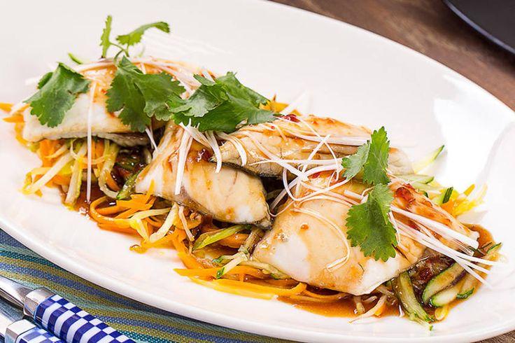 Сибас по-азиатски с овощами стир-фрай в ароматном соусе