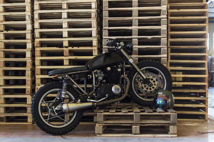 Suzuki GSX. Entrophy motorbike. Custom. Cafè racer