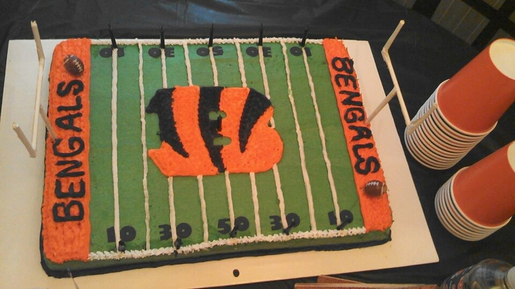 Cake Decorating Store Cincinnati : BENGALS FOOTBALL CAKE Party/Gift Pinterest Football ...