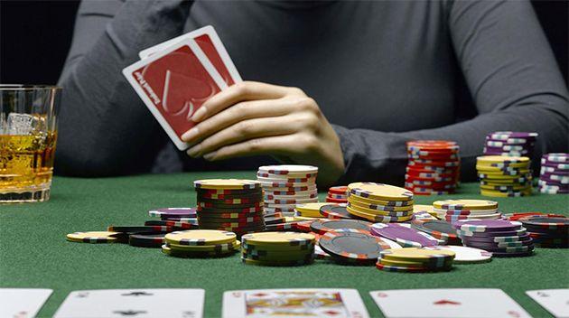 Isi Saat Berlibur Main Judi Poker online - Dalam satu permainan poker judi online ini yang Ngga lagi sempat ada matinya serta mau senantiasa populer dalam satu golongan warga. Hal yang khususnya buat mereka yang untuk menginginkan isi waktu luang mereka ketika berlibur. Hal ini dikarenakan pada d