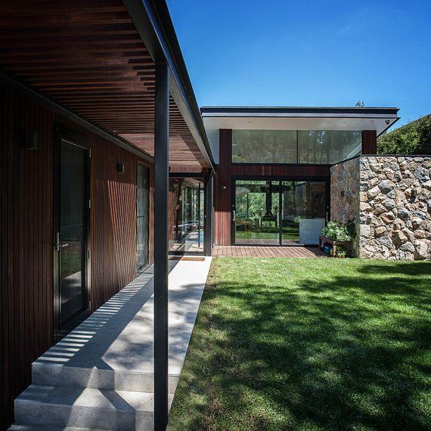 ABA_Warrandyte-House_front-garden_Half4