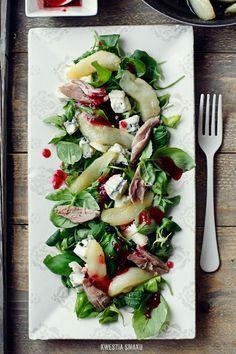 Sałatka z kaczką, karmelizowaną gruszką i gorgonzolą