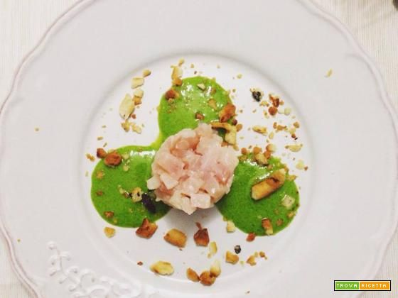 Tartare di Spada con pesto di rucola e briciole di taralli calzone  #ricette #food #recipes