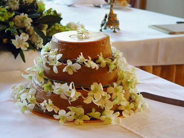 Hacer una torta de novias nosotras mismas puede parecer un atrevimiento pero en esta receta te voy a explicar como hacer una torta riquísima para los invitados a un...