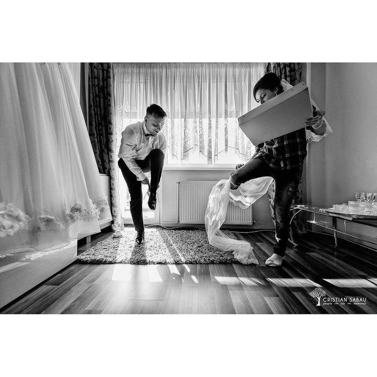 I&C's Getting Ready   www.cristians.ro . . #weddingday #love #couple #huffpostido #instawed #instapic #instagood #instalove #destinationweddingphotographer #romaniawedding #Transylvania #Romania #nikon #d750 #nikond750 #bride #groom #pin #beautiful #creative #ig_romania #targumures #thesecondshot #aotss #gettingreadyweddingday #blackandwhiteisworththefight #veil #weddingdresses