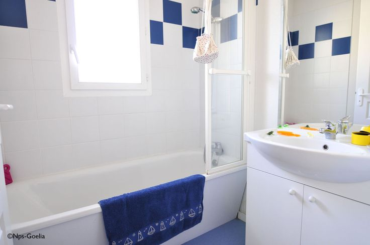 La salle de bain de la résidence - Exemple aux Demeures du Lac à Casteljaloux. Goelia