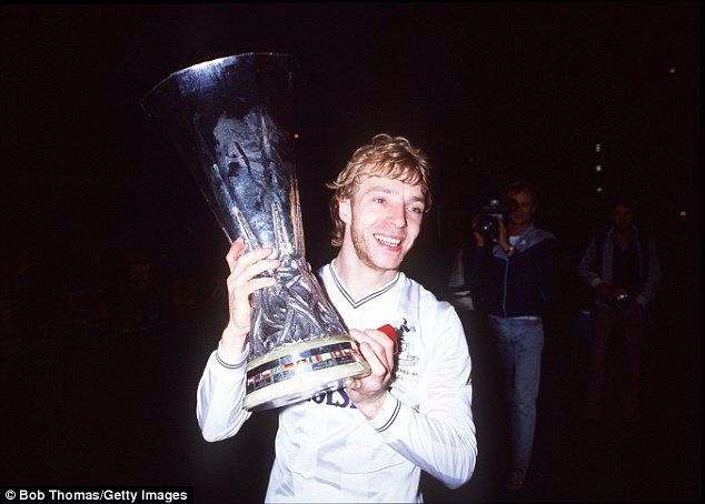 Steve Archibald with the UEFA Cup, 1984
