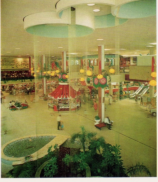 Roselands Shopping Centre, 1966 The Raindrop Fountain on Fashion Square. This is a totally amazing picture! I want to go shopping there!