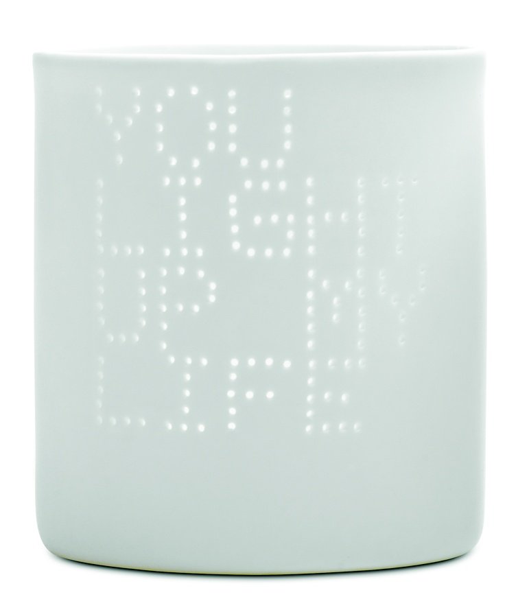 White ceramics tealight holders with cute messages will for sure get a smile on your guests' lips!
