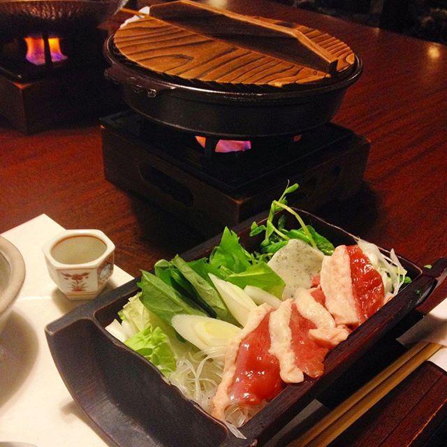 箱根小涌谷温泉 水の音滞在夜ごはん  焼魚鮎を堪能した後は小鍋です私は鴨の治部煮風相方は豚しゃぶをチョイス  暑い季節に温かいものをいただくのっていいですよね 身体は内側から温めなきゃ #japan  #kanagawa  #hakone  #kowakidani  #hakoneonsen  #kowakidanionsen  #onsen  #spa #hotsprings  #ryokan  #dinner  #japanesefood  #kaiseki  #duck  #duckpot #japaneseduckpot by bambinoyoko