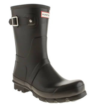 Hunter Black Original Short Mens Boots Make the most of those rainy days with some simple Hunter wellies, and the Original Short is as classic as it gets. The simple silhouette features iconic branding on the front, for a sharp finish to t http://www.MightGet.com/january-2017-13/hunter-black-original-short-mens-boots.asp