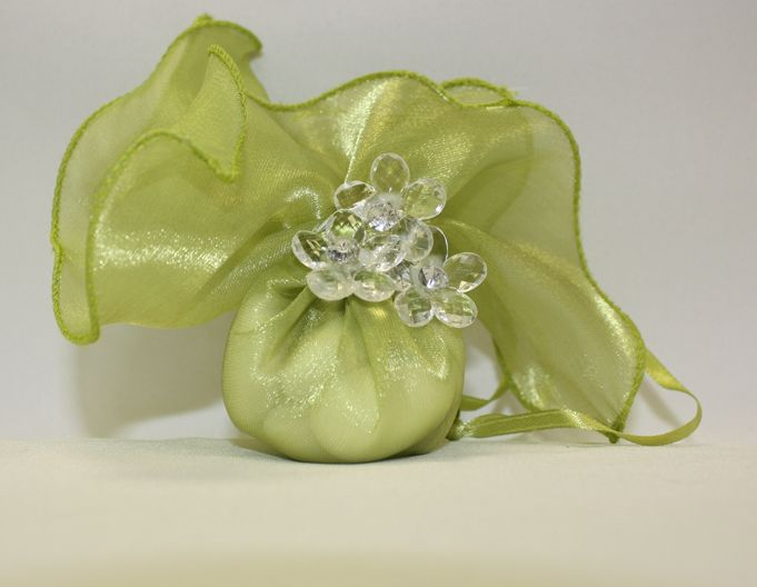 Satin Square Pull Wrapper in Green Decorated -Our decorated pull wrappers can come with a beautiful 14mm round rhinestone, a 14mm flat back pearls or an acrylic flower -Rhinestones, flowers and pearls come in various colors -Decorated Wrapper also comes with 5 Jordan Almonds, which signifies five wishes for the bride and groom: health, wealth, happiness, fertility, and longevity.