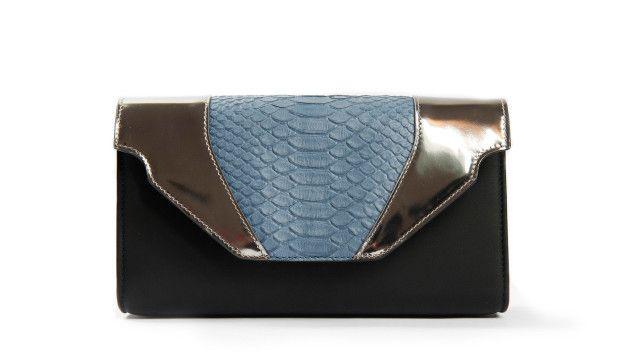 DANIELA VANNI : TRANSFORMABLE BAGS FOR EVERY OCCASION! Daniela Vanni, a different bag for every occasion! A dream? Not anymore, thanks to interchangeable flap designed by this brand Made in Italy.Find out more on http://ob-fashion.com/daniela-vanni/?lang=en #emergingdesigner #emergingtalents #fashion #trends #ootd #wiwt #اتجاهات #тенденции #トレンド #ファッション #мода #موضة #borse #ювелирные #مجوهرات #ジュエリ #madeinitaly #danielavanni #bag #clutch #luxury #pochette #handbag