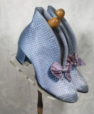 Vintage Sky Blue Quilted Daniel Green High Rise Bedroom Slippers Sz 6 from AFTER DARK VINTAGE