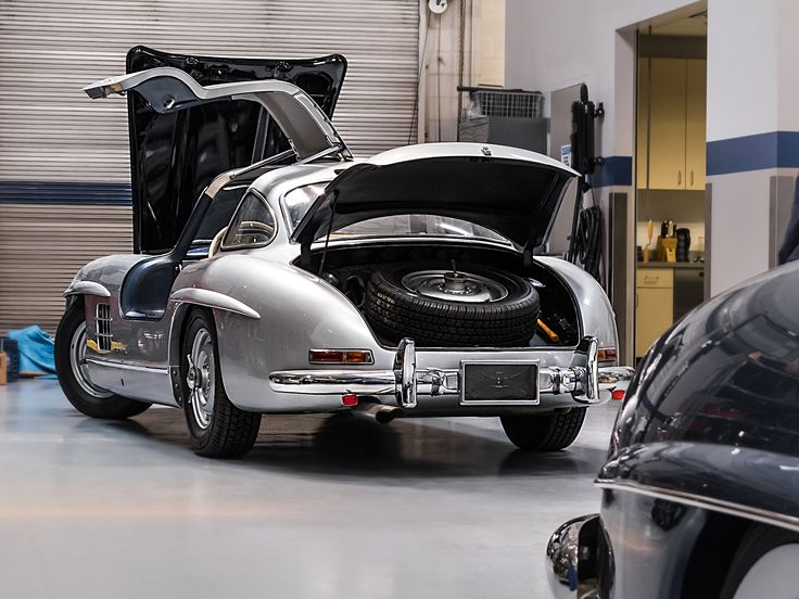 154 best classic workshop images on pinterest atelier for Mercedes benz restoration center