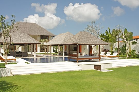 Villa Asante - Pool and lawn - Canggu