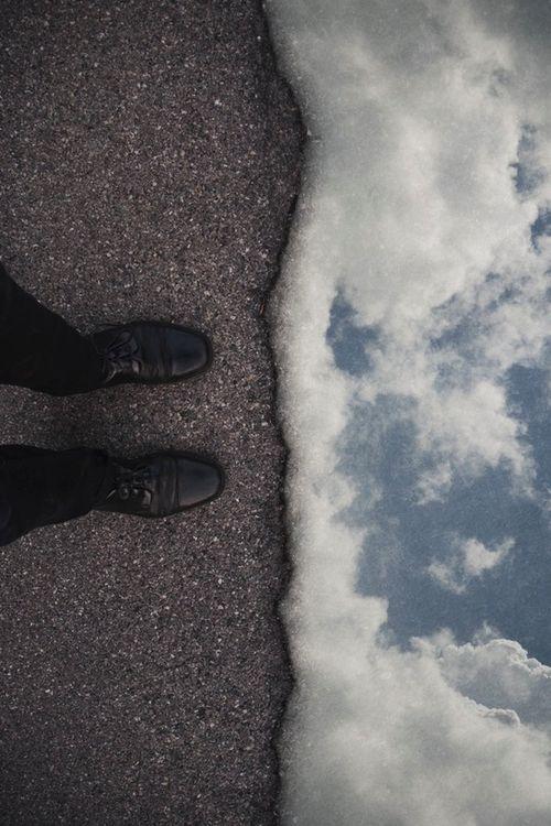 Que es en verdad? Que es lo que esta a tus pies? El surrealismo es la metáfora de lo que podría haber sido lo que es.