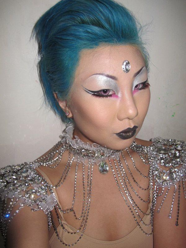 From reddit.com/r/MakeupAddiction Metallic Alien makeup!
