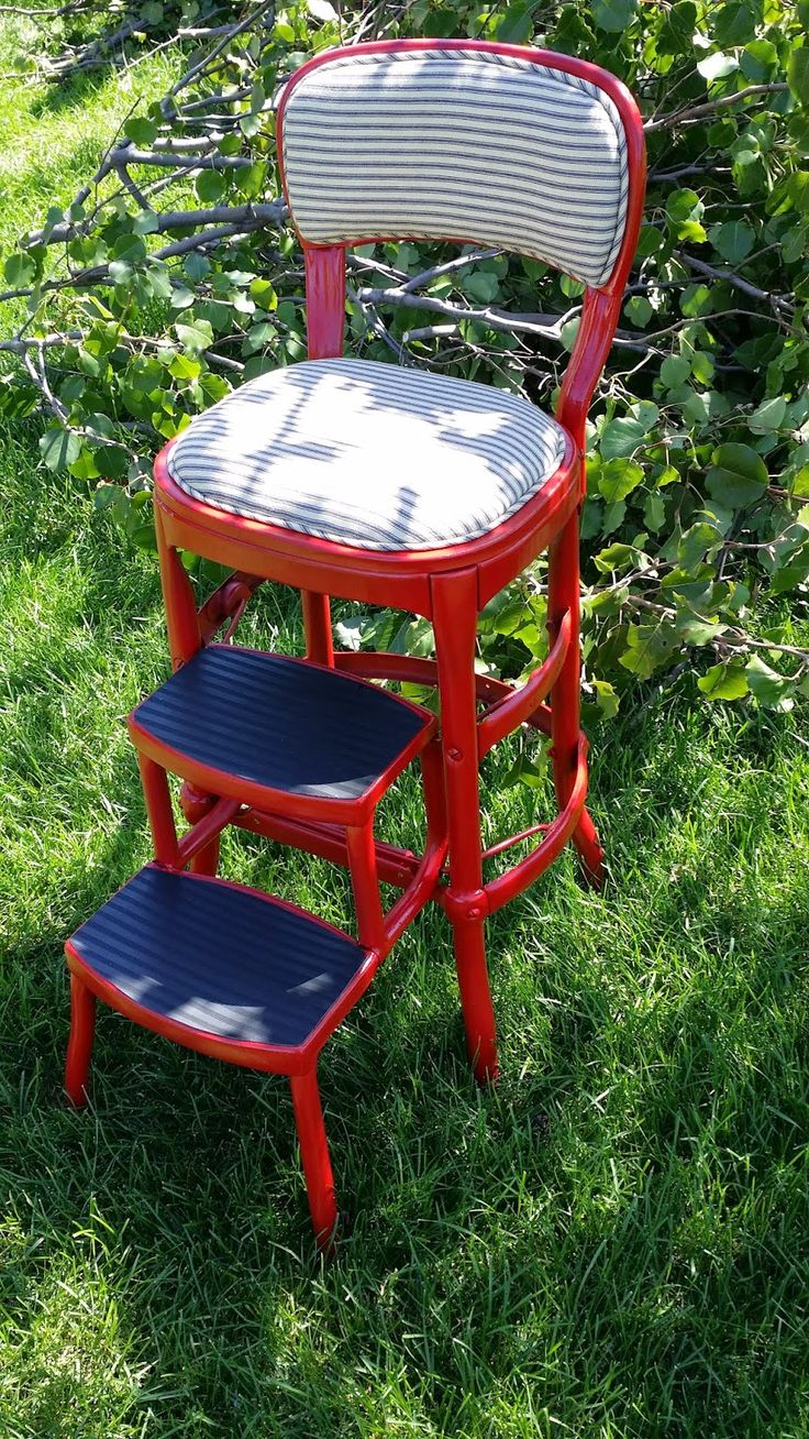 I picked up this vintage metal step stool at the World's Longest Garage Sale .   It didn't look like this when I bought it.       This is ...