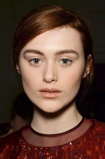 Dal back stage di Matthiew Williamson capelli tendenti al color rosso carota con riflessi rame